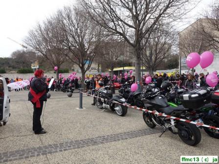 les femmes de toutes en moto d filaient ce dimanche 13 mars f d ration fran aise des motards. Black Bedroom Furniture Sets. Home Design Ideas